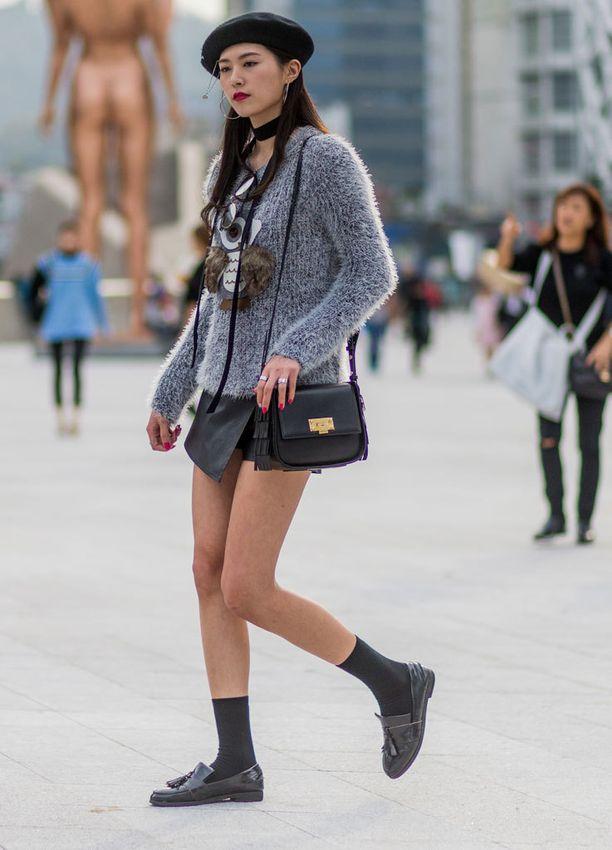 Mustat sukat käyvät asustamaan klassisia loafereita.