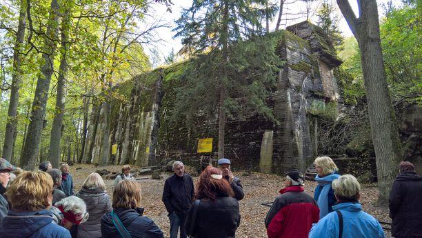 Neljännesmiljoona turistia vierailee vuosittain Sudenpesän raunioilla.