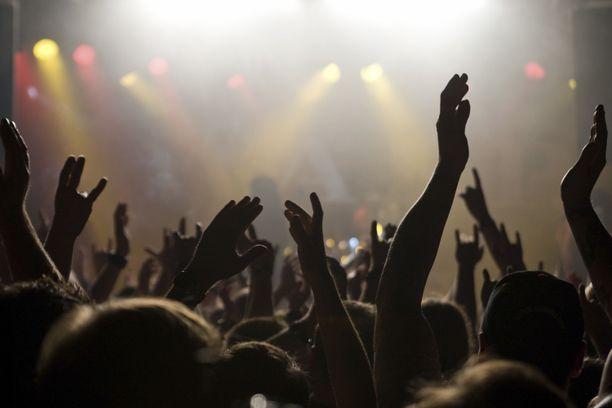 Sosiaalisessa mediassa nostetaan esiin rajuja kokemuksia raskaan musiikin konserteista. Kuva ei liity tapaukseen.