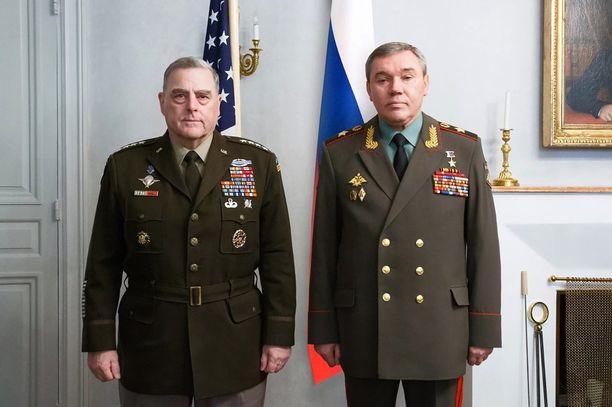 USA:n ja Venäjän asevoimien kenraalit Helsingissä: Mark Milley (vas.) ja Valery Gerasimov (oik.)