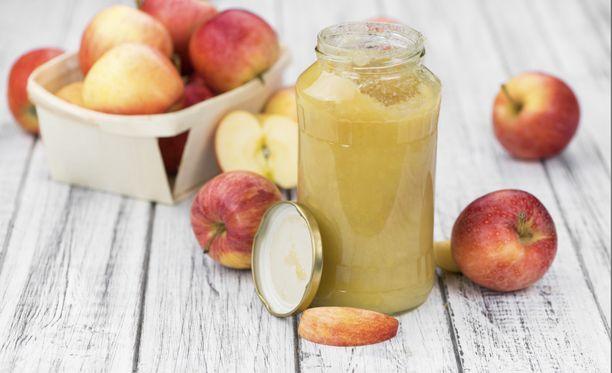 Omenasoseeseen ei tarvitse lisätä sokeria.