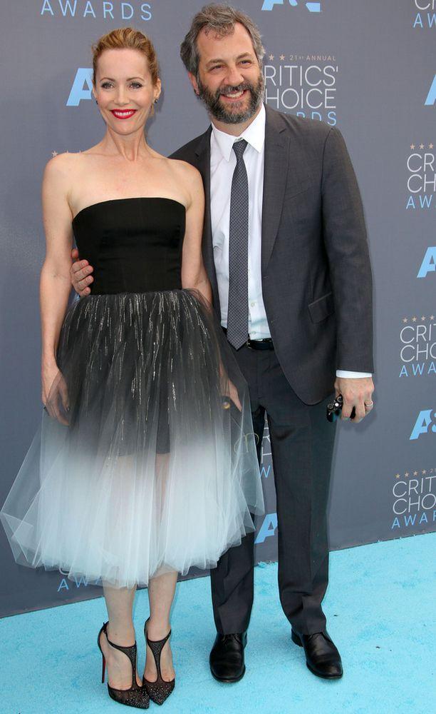 Näyttelijä Leslie Mann aviomiehensä käsikirjoittaja-ohjaaja Judd Apatown kanssa.