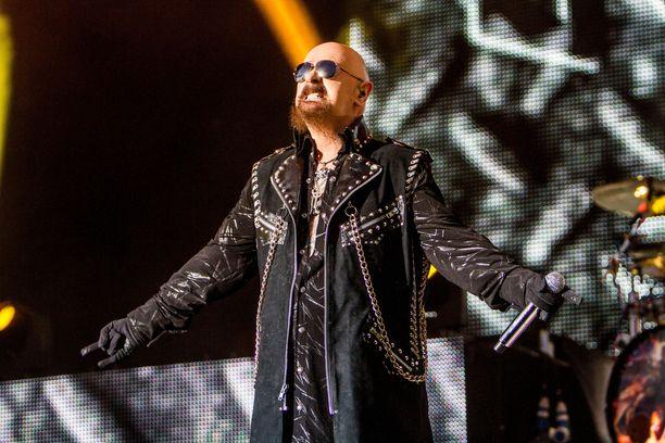 Judas Priest nähdään kesällä Helsingissä. Rob Halford suosii lavapukeutumisessaan nahkaa ja niittejä.
