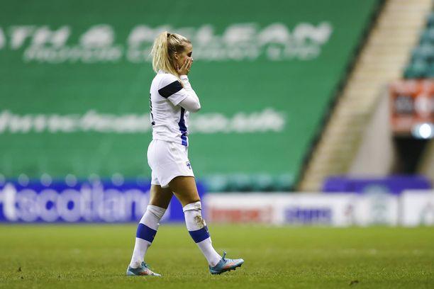 Helmareiden Amanda Rantanen ei ehtinyt olla kentällä kovin kauan ennen maaliaan.
