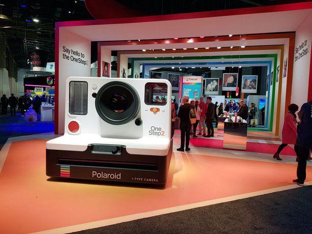 Las Vegasissa järjestettävillä CES-teknologiamessuilla riittää tunkua Polaroidin osastolle.
