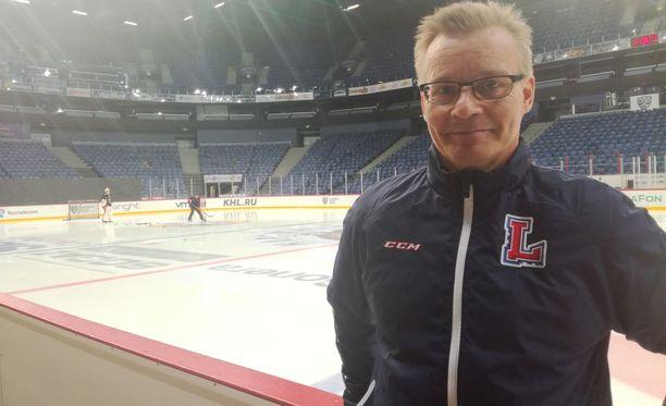 Pitkän HIFK-uran ja viiden Venäjän-vuoden jälkeen Sakari Lindforsin tie vie Kiinaan.