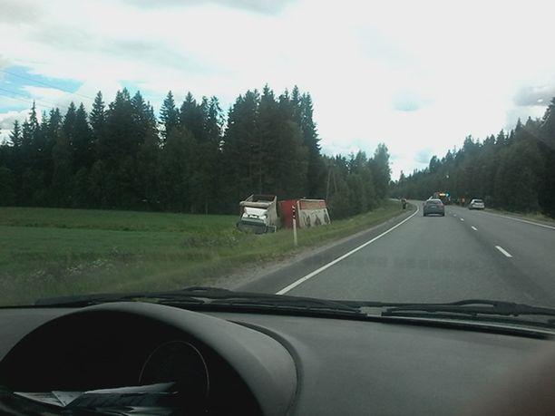 Rekka ja henkilöauto törmäsivät keskiviikkona Hämeenlinnan länsipuolella.