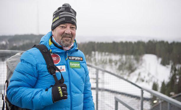 Jari Larinto toimii poikansa Villen valmentajana.