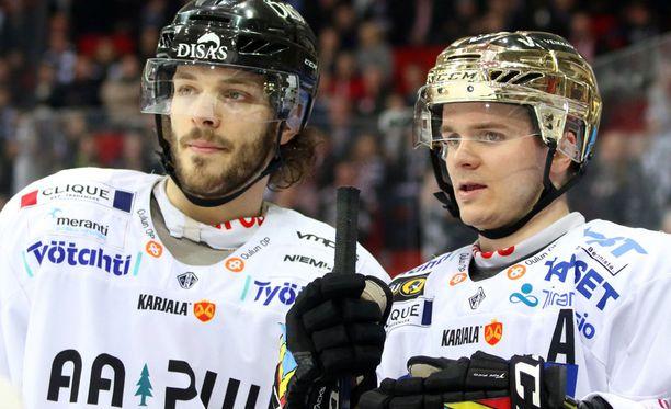 Charles Bertrand (vas.) ja Julius Junttila olivat viime kaudella Kärppien voimahahmoja.