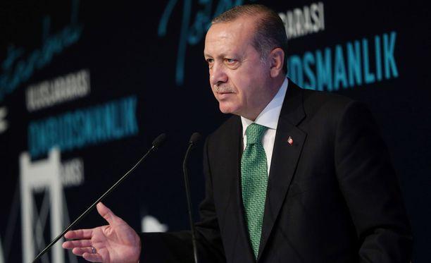 Turkin presidentti Erdogan on uhannut myös rajojen sulkemisella ja öljykaupan torppaamisella.