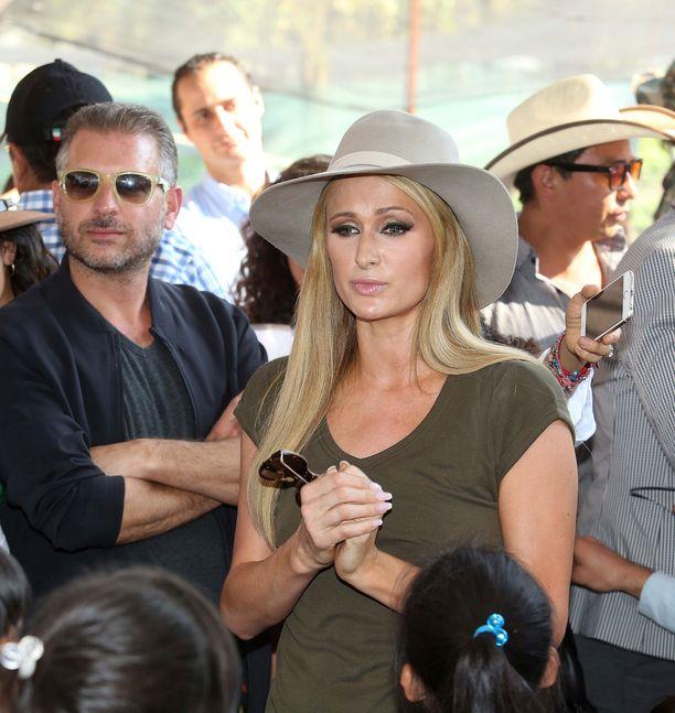 Paris Hilton järkyttyi maanjäristyksen tuhoista ja ihmisten kohtaloista.