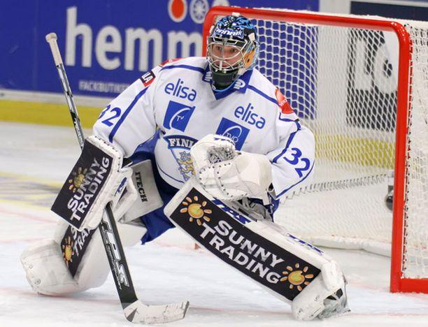Antti Niemi matkustaa Chicagoon tavoitteenaan NHL-sopimus.