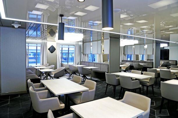 Megastarin Business Lounge. Bisnesluokassa matkustaminen maksaa enemmän, mutta hintaan kuuluu myös lisäetuja.