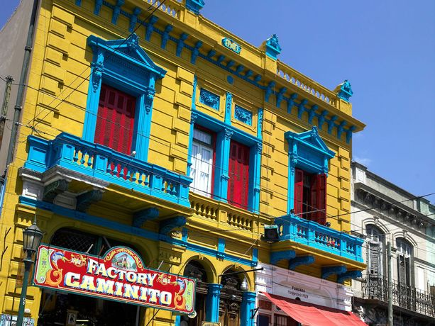 Bocan kaupunginosa Buenos Airesissa hurmaa värikkyydellään.
