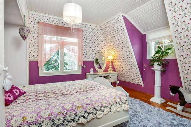 Jokainen talon huone on yllätyksellinen ja omanlaisensa. Väreissä ei ole säästelty!