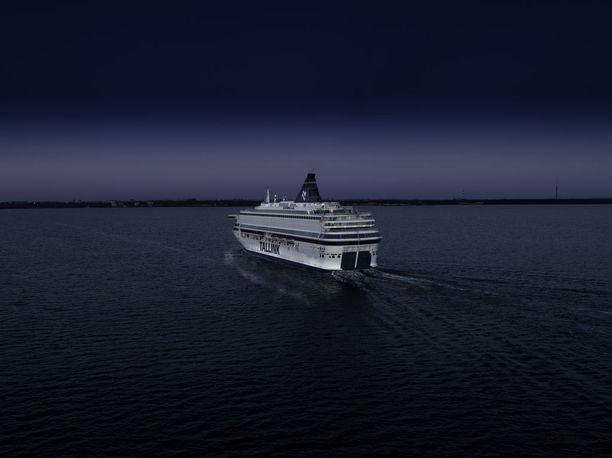 Lauantain ja sunnuntain vastaisena yönä suomalaismies putosi laidan yli Tallinnan satamassa.