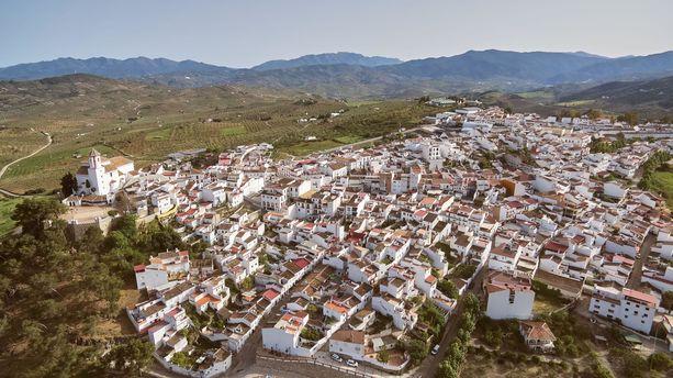 """Alozainan pikkukylä sijaitsee noin 50 kilometrin päässä Málagan keskustasta. Täällä """"Nacci"""" Tranbergin toinen asunto sijaitsi."""