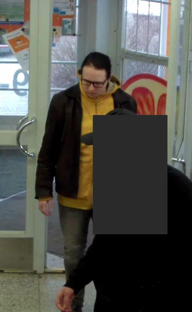 Tiedätkö, kuka tämä henkilö on? Poliisi kaipaa vihjeitä hänen henkilöllisyydestään.