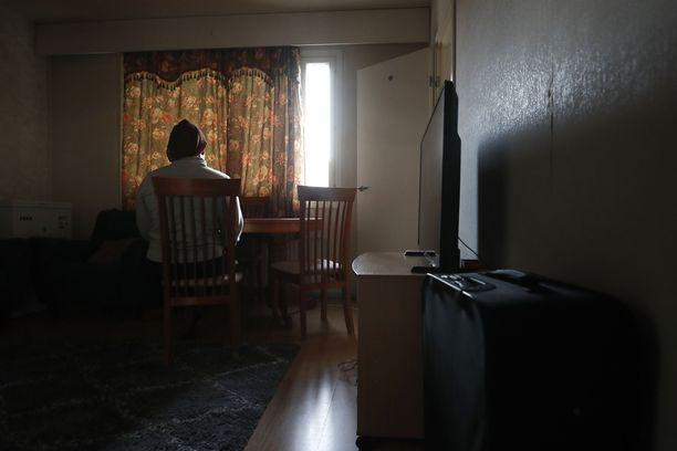 Paperiton nigerialainen ihmiskaupan uhri, jota uhkaa palautus Italiaan yhdessä alaikäisen lapsensa kanssa. Kuva julkaistu Satakunnan Kansassa 9.1.2020.