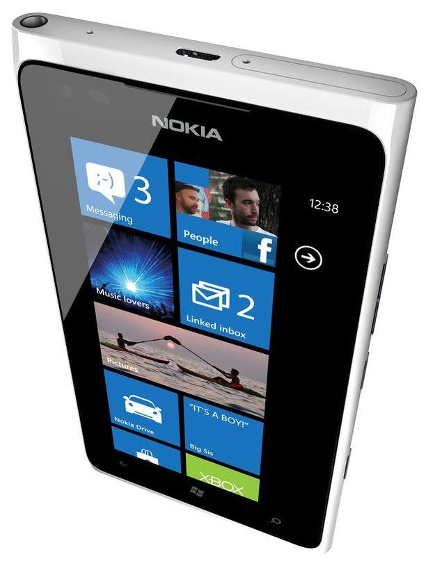Toimitusjohtaja Stephen Elop ja Nokia ovat strategiansa valinneet. Se on pitkä tie.
