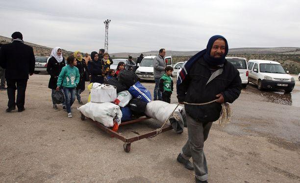 Syyrian Aleppossa siviilien tilanne on surkea, ja evakuoinnit etenevät hitaasti.