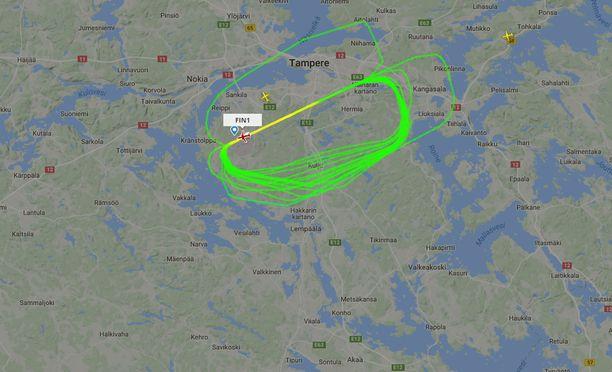Lentokoneen tekemät oudot ympyrät hämmensivät Tampereen yllä.