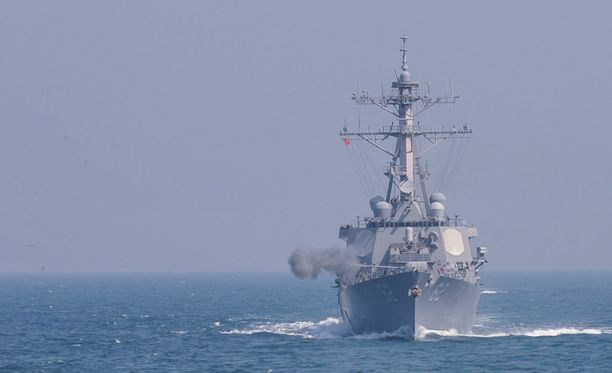 Onnettomuuteen joutunut USS Fitzgerald harjoittelemassa Etelä-Korean vesillä maaliskuussa 2016.