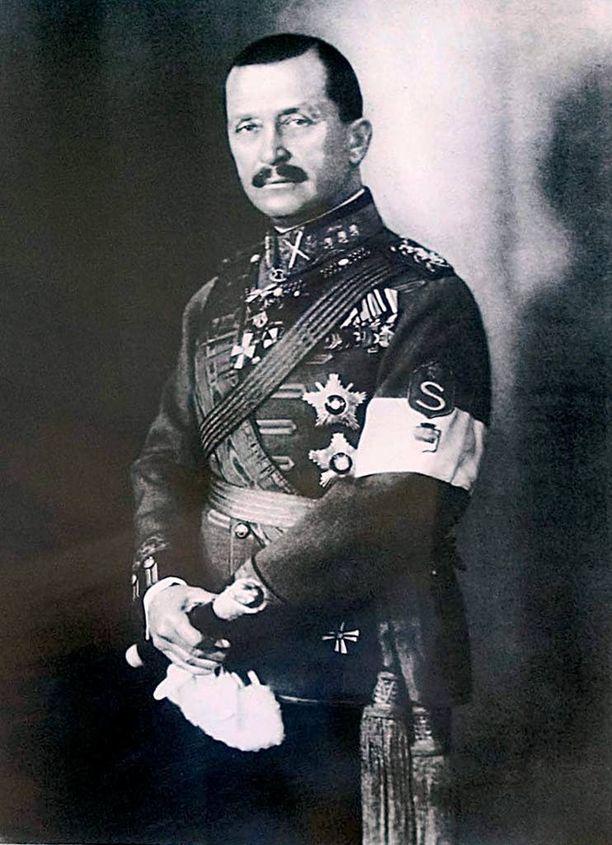 Marsalkka Mannerheimin muistomerkkiä ollaan hautaamassa vähin äänin Pietarissa.