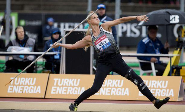 Lina Muze kilpaili Paavo Nurmi Gamesissa voimakkaan jalkatuen kanssa.